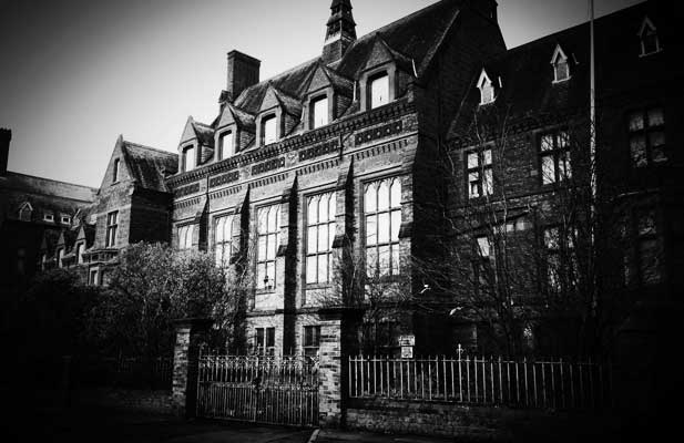 Ghost hunts in haunted abandoned asylums